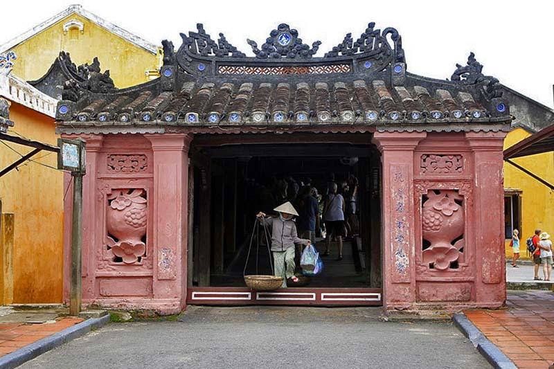 bridge pagoda hoi an