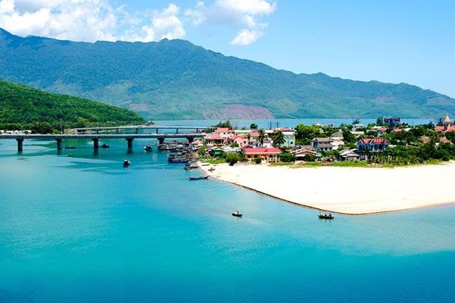 lang co beach da nang