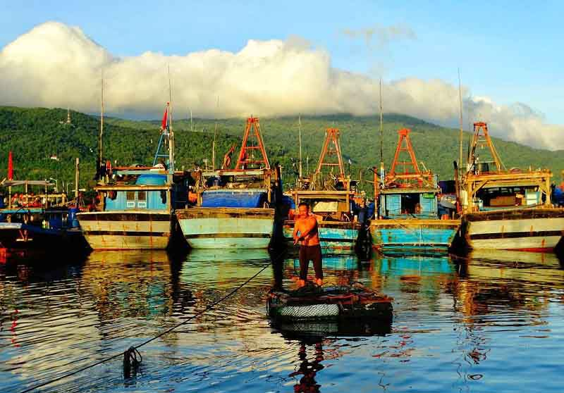 man thai fishing village