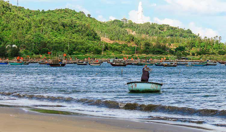 man thai fishing village